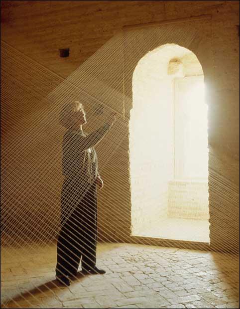Soledad Sevilla. Toda la Torre. El día, 1990. Instalación, dimensiones variables © Soledad Sevilla