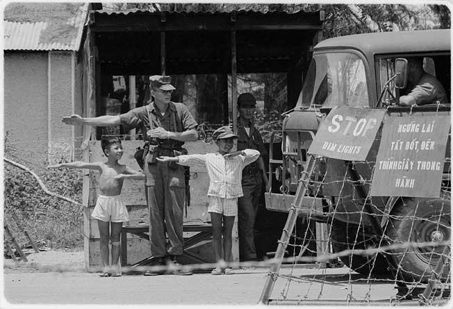 Da nang checkpoint-charle. National Archives
