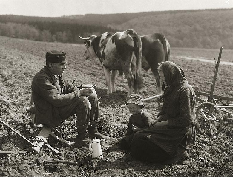 August Sander-Afternoon Break c.1930