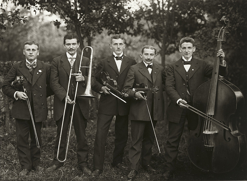 August Sander - Farmers Orchestra, 1913