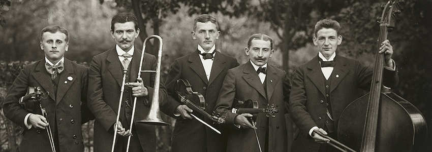 August Sander - Farmers Orchestra, 1913  [detalle[