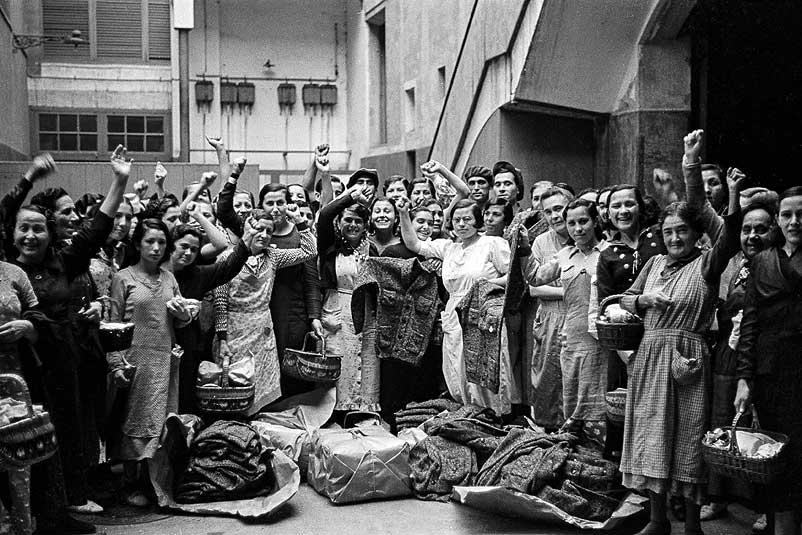 Obreres de una fàbrica de teixits, 1936
